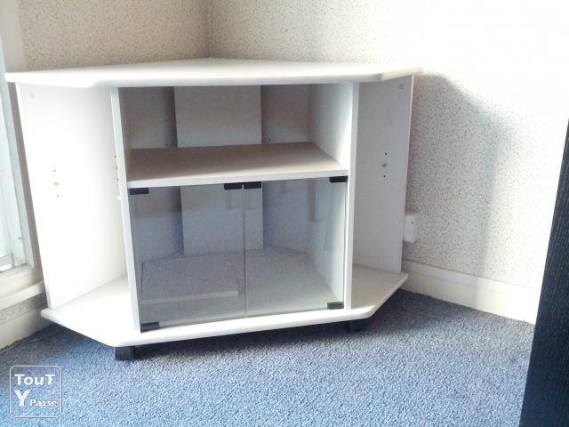 Petit meuble pour tele maison et mobilier d 39 int rieur for Petit meuble de tele