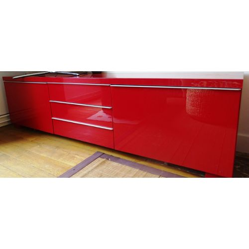 Meuble tv ikea rouge maison et mobilier d 39 int rieur for Meuble tv rouge