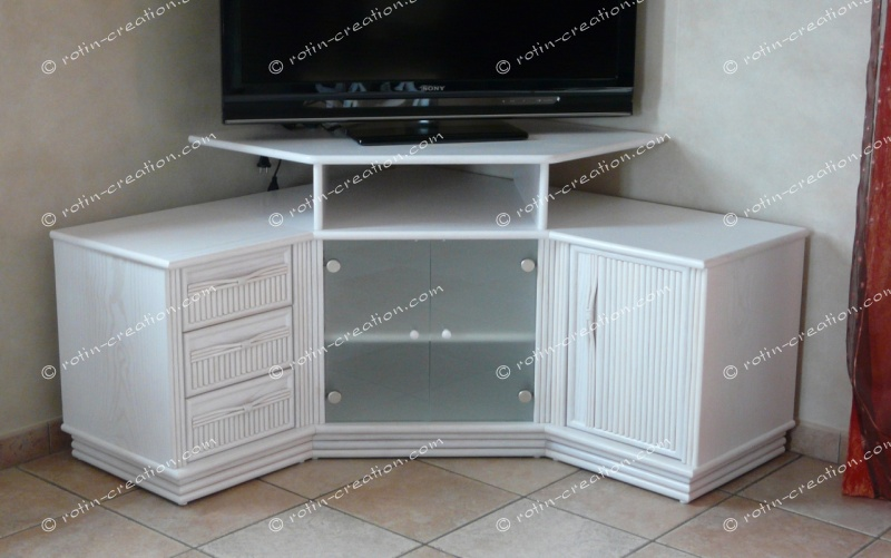 Meuble d 39 angle tv fly maison et mobilier d 39 int rieur for Petit meuble angle salon