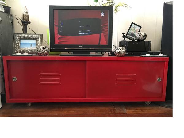 Meuble de tv rouge